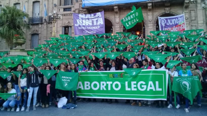 En las últimas horas, se achicó la diferencia entre votos — Aborto legal