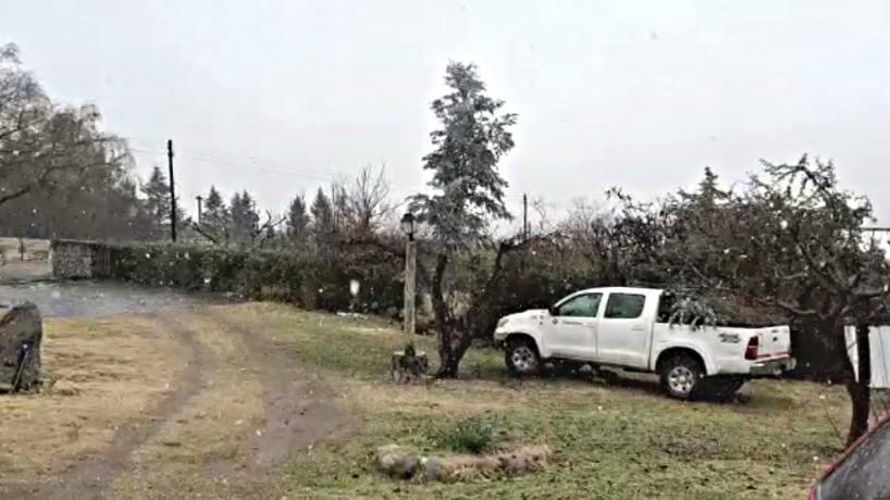 Videos: sorpresa en Tafí del Valle por la primera nevada del año - Tucumán - el tucumano