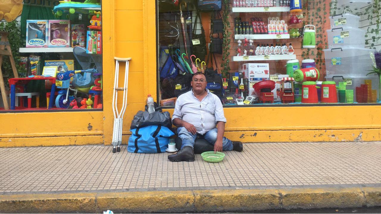 A n pide limosna uno de los mendigos que bussi expuls for Bazar microcentro