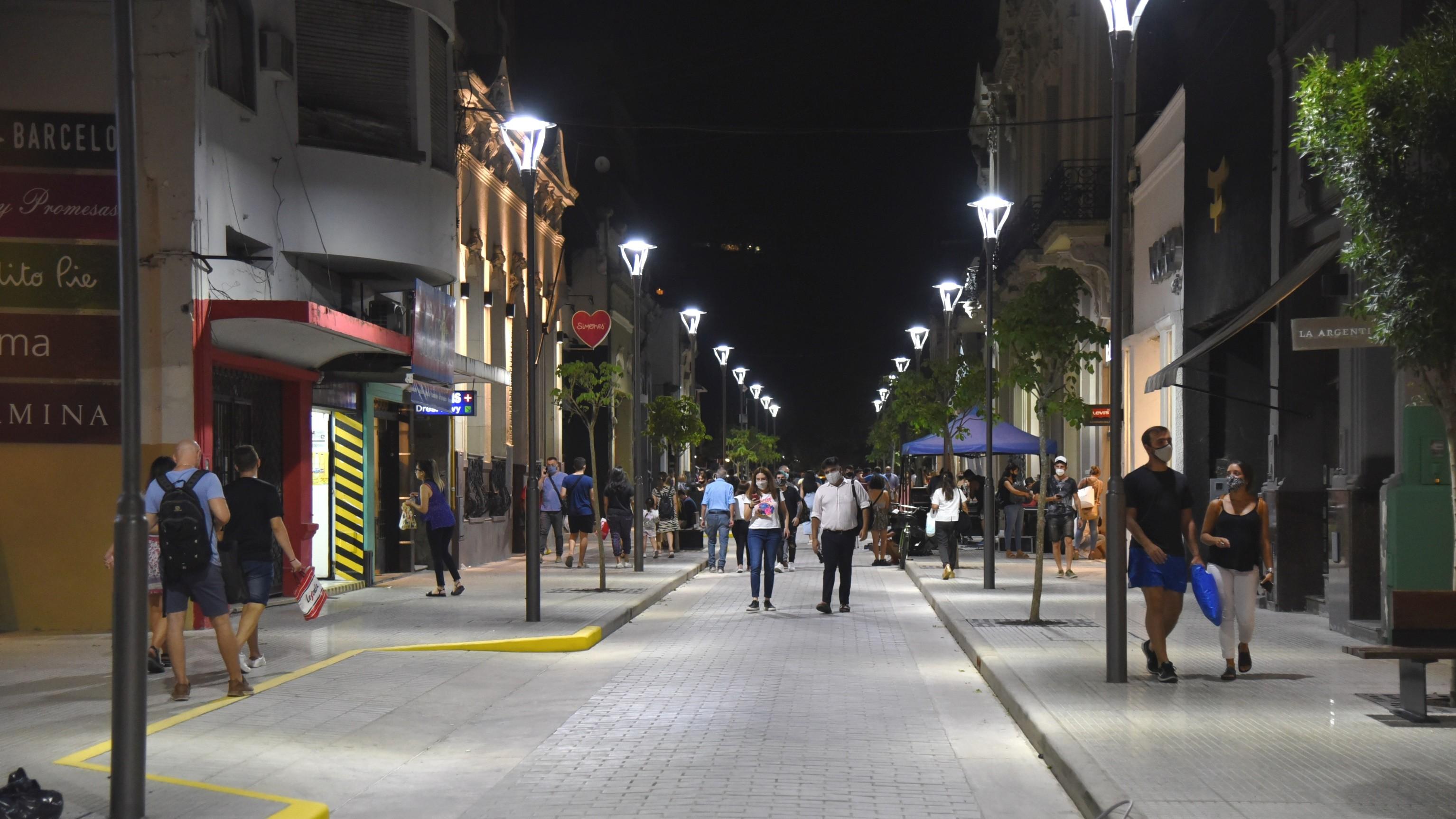 Alfaro inauguró la semipeatonal de la 25 de Mayo en el microcentro tucumano  - Tucumán - el tucumano
